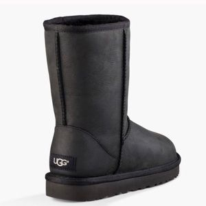 Classic Leather Short Black Ugg Boots